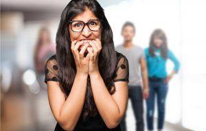 Qué es y cómo superar la fobia social